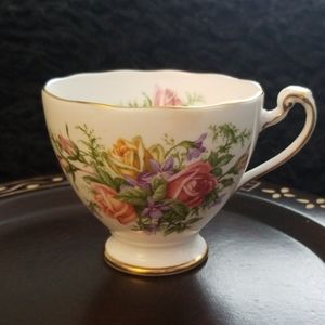 Vintage 1950s Roslyn Fine Bone China Tea Cup